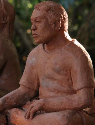 Esculturas de barro que retratam pessoas